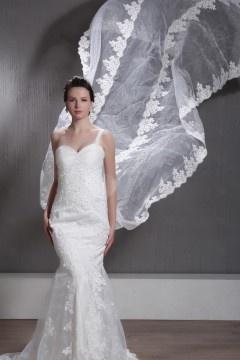 Robe mariée dentelle à Ligne A décolleté en cœur avec bretelle à traîne Cathédrale