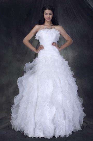 Robe de mariée princesse décolleté en cœur à traîne Chapel ruchée à volants