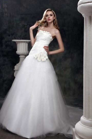 Robe princesse de mariée parée de fleur faite à la main et de paillette