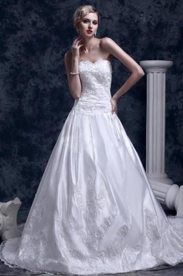 Robe de mariée vintage à Ligne-A décolleté en cœur à traîne Cathédrale broderie