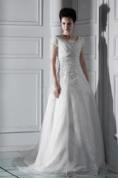 Robe mariée vintage luxueuse à Ligne A à manches courtes encolure en V à traîne Chapel avec appliques
