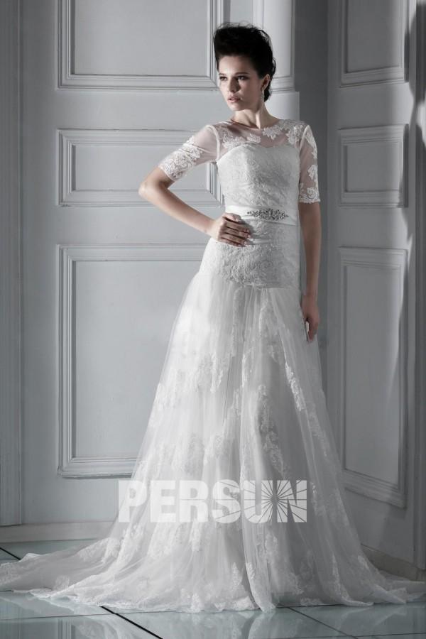 Robe de mariée de luxe à manche courte au ras du sol en dentelle
