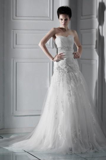Robe mariée de luxe à Ligne A décolleté en cœur sans manche à traîne Chapel avec appliques