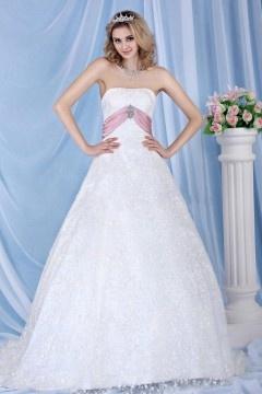 Robe mariée dentelle bustier ornée de bijoux