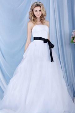 Robe princesse de mariage bustier simple accessoirisée d'une ceinture noire