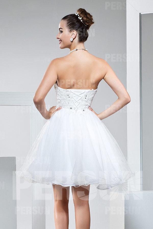 70d81bba7f32 Mini robe blanche bustier coeur orné de strass à jupe évasée ...