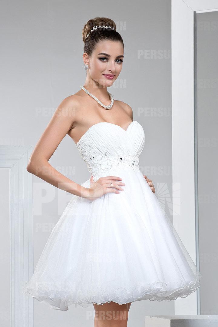 Mini robe blanche bustier coeur orné de strass à jupe évasée