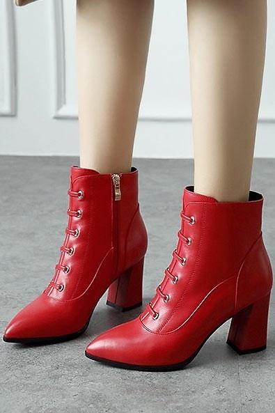 Vintage Bottes femme cuir rouge à oeillet talons hauts bout