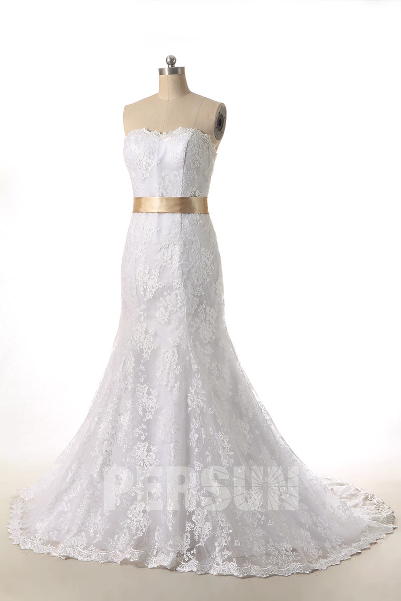 robe de mariée trompette bustier vague en dentelle avec ceinture champagne à traîne chapelle
