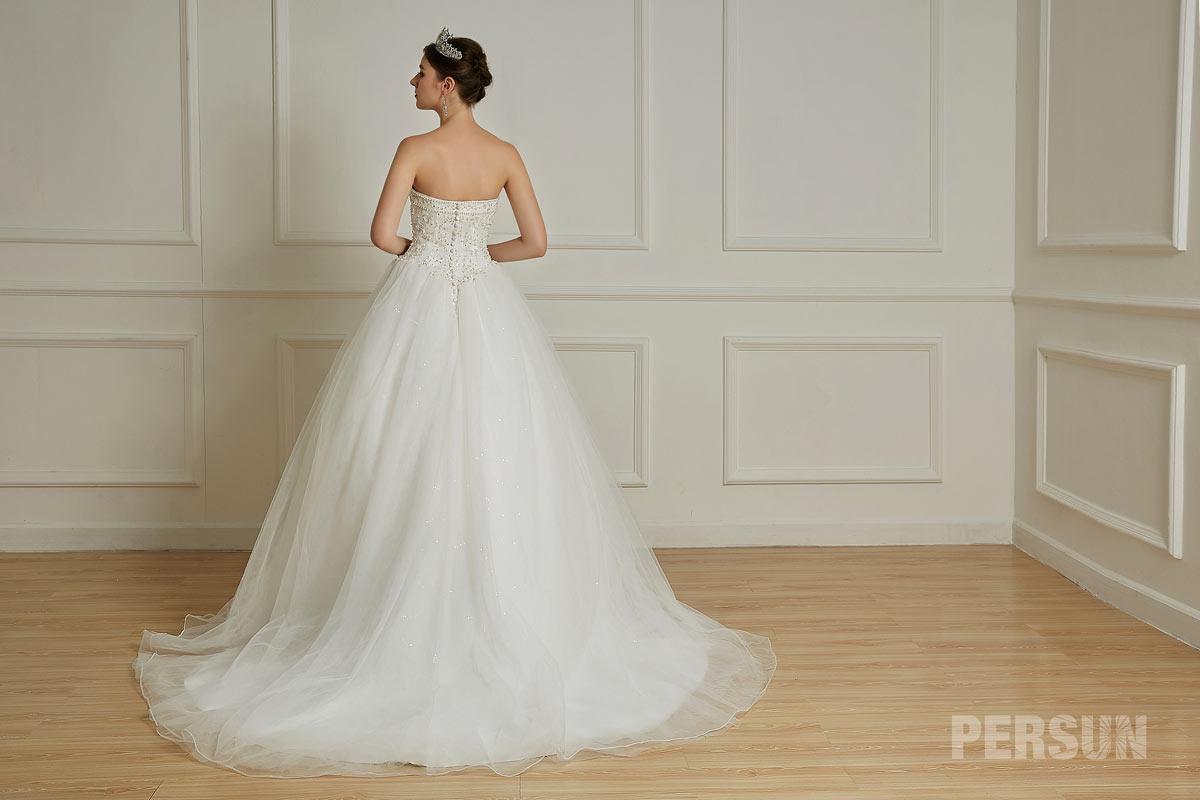 Romantique robe de mariée avec boutons dans le dos en tulle avec traîne chapelle