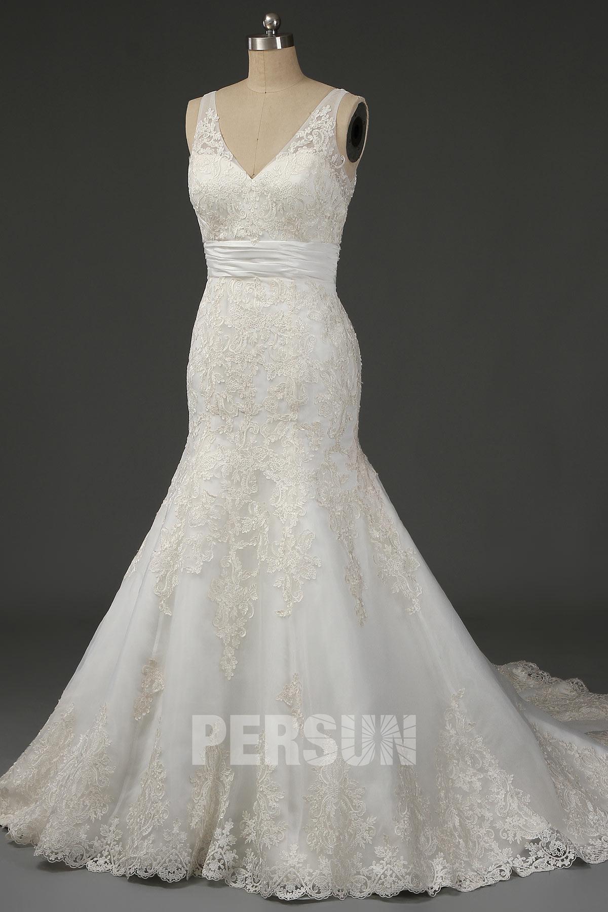 robe de mariée trompette col v en dentelle appliquée