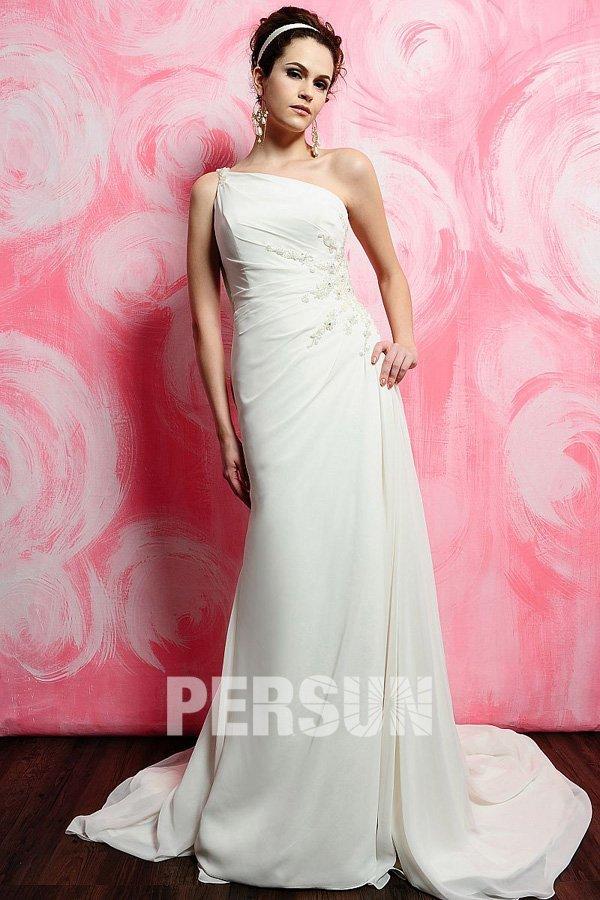 robe de mariée simple asymétrique en dentelle appliquée