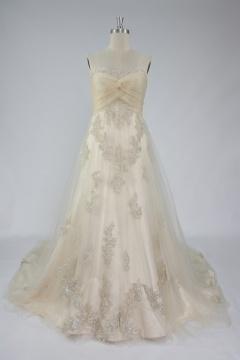 Robe féerique pour mariée en dentelle à bustier cœur