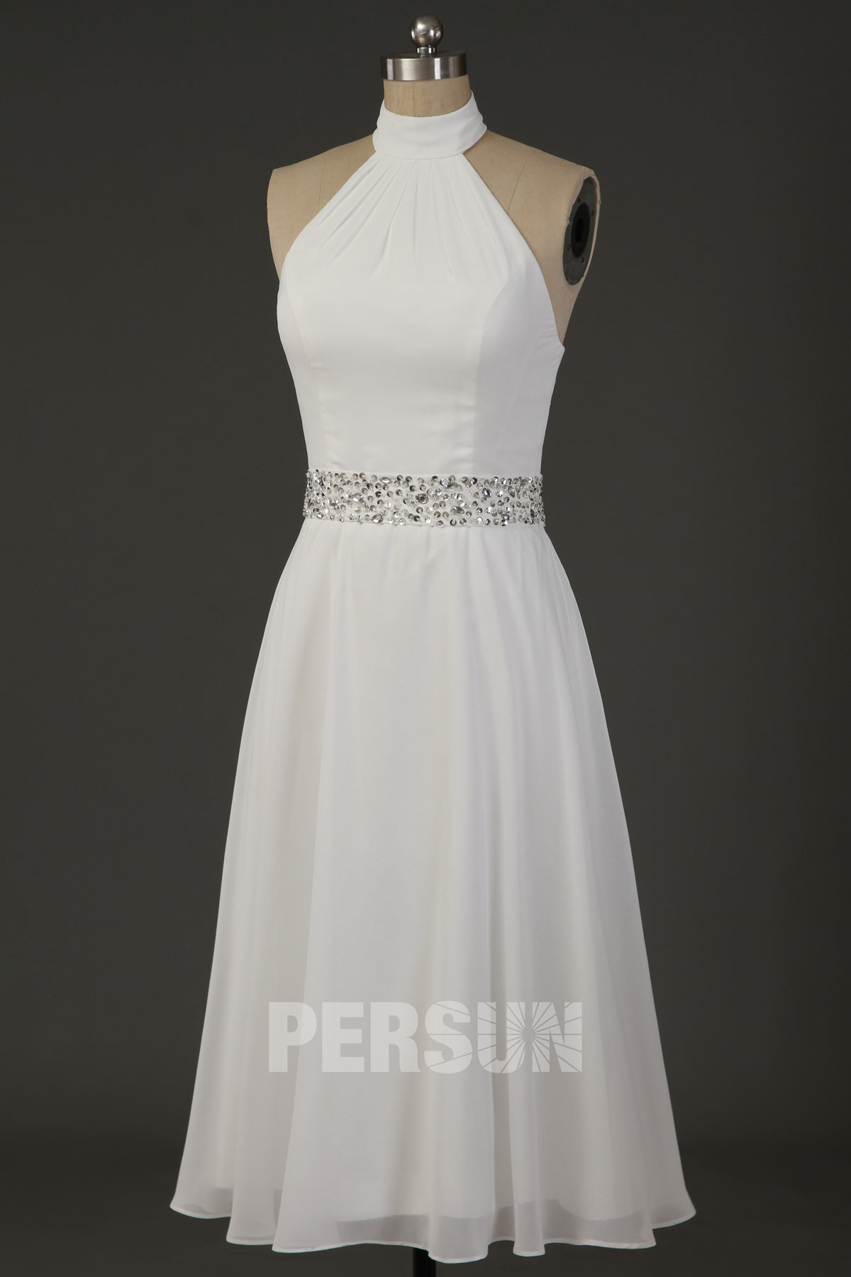 robe mariée courte simple col halter épaule dégagée taille ornée de strass