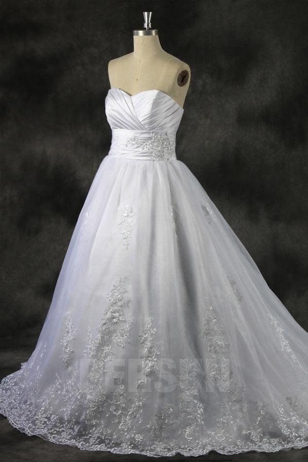 robe de mariée princesse bustier plissé en dentelle appliquée de fleurs