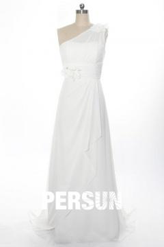 Robe de mariée plage à encolure asymétrique