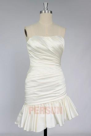Robe de mariée courte chic fourreau en satin beige drapé avec froufrou