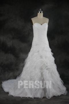 Robe de mariée en organza décolletée en coeur ruchée