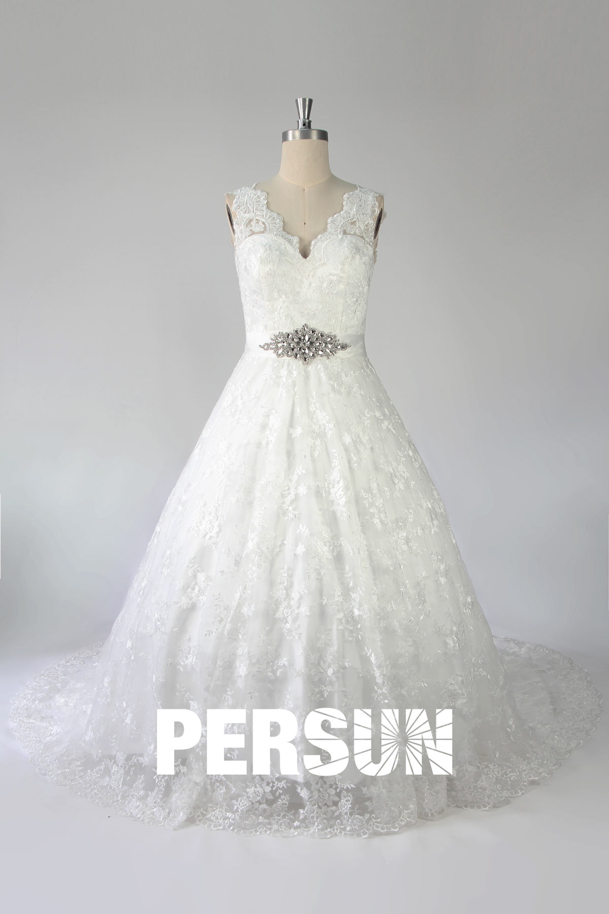 Robe de mariée en dentelle princesse encolure festonnée