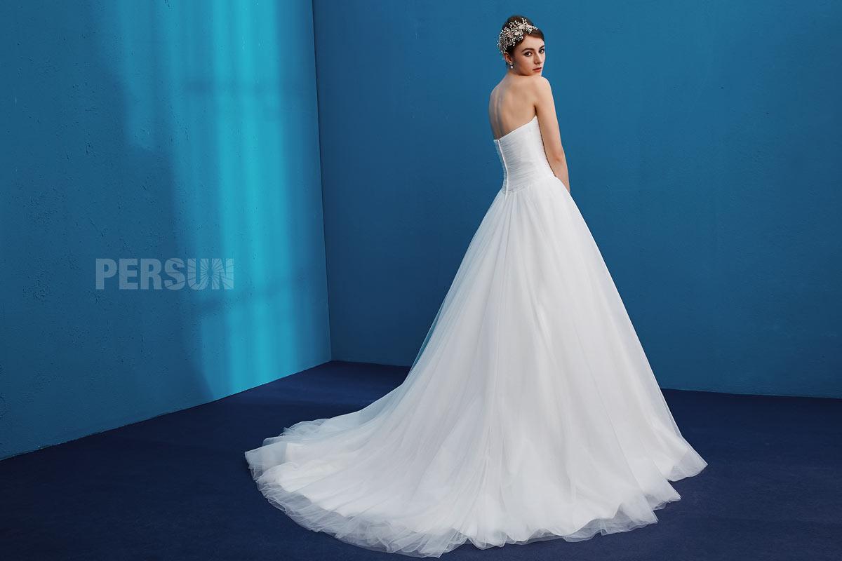 robe de mariage d'église longue avec traîne