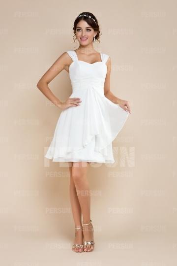 Robe de mariée à A-ligne courte décolletée en coeur en mousseline de soie ruchée