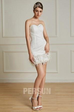 Mini Robe de mariée courte fourreau avec plumes à bustier coeur entièrement drapée