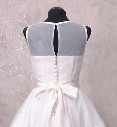 robe De fête blanche courte dos découpé avec bouton
