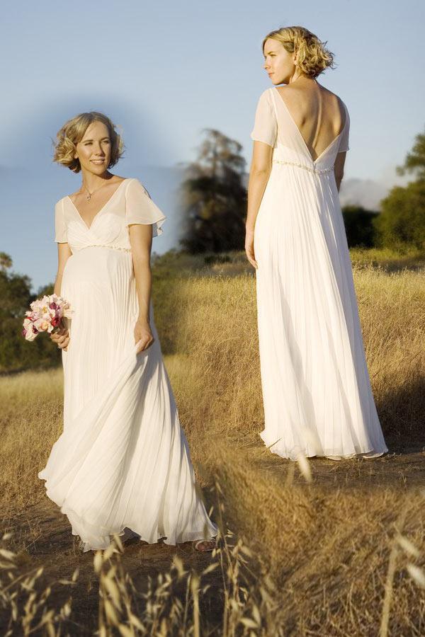 robe de mariée plage longue bohème décolleté v avec manches courtes