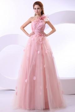 Robe de mariée rose asymétrique avec détails fleurs & pétales