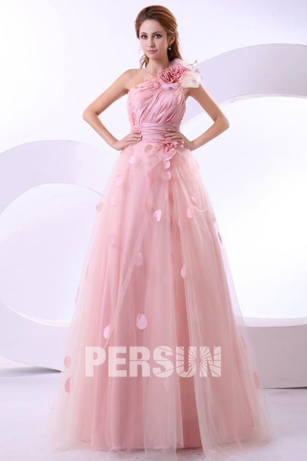 Robe de mariée en couleur rose bonbon
