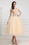 Träger V Ausschnitt Ballgown Applikation Falten wadenlanges Brautkleid mit kurze Armel