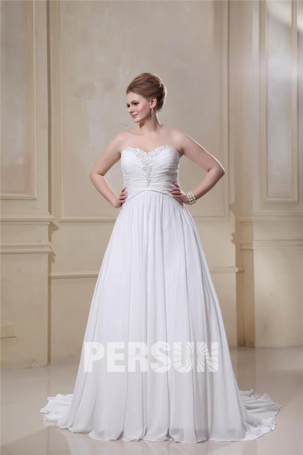 robe de mariée grande taille bustier cœur ornée de strass