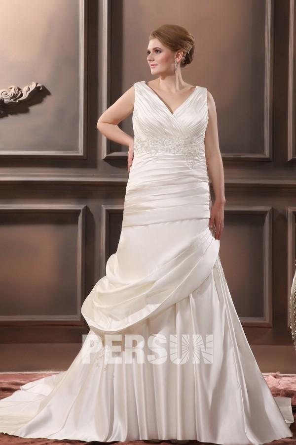 robe de mariée grande taille col v plissé en dentelle appliquée