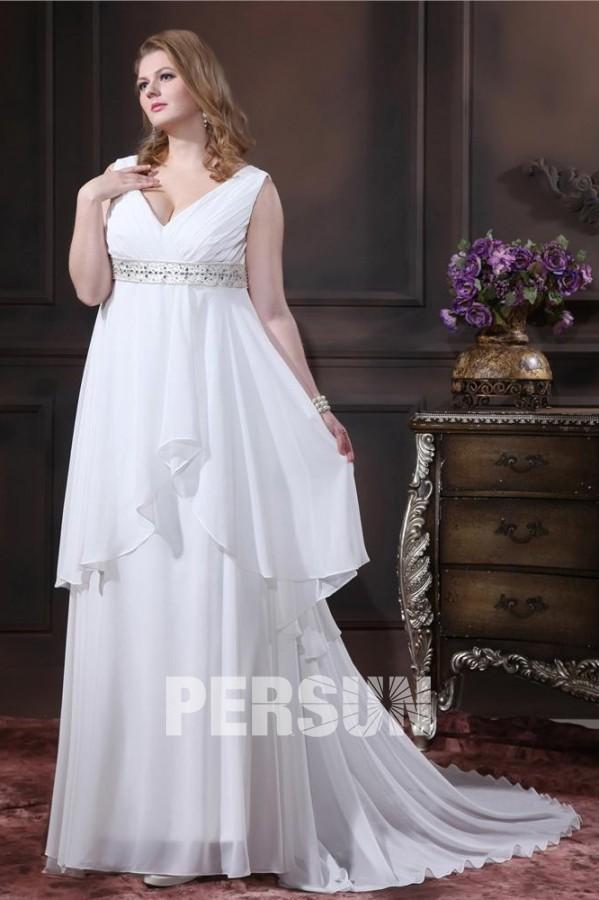 robe de mariée grande taille empire col v taille ornée de bijoux à traîne chapelle