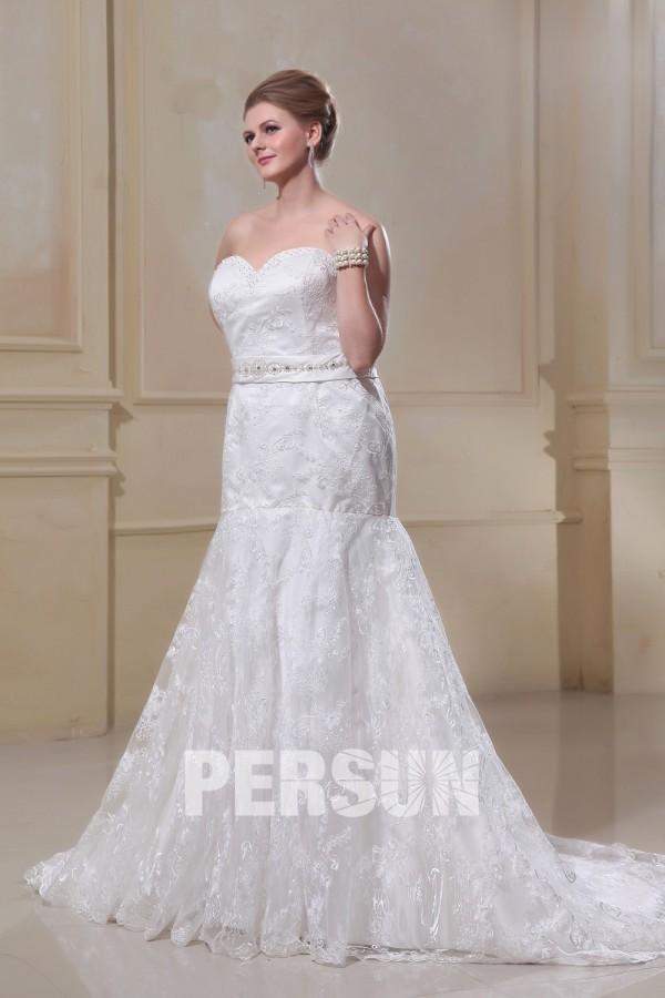 robe de mariée trompette bustier coeur en dentelle appliquée embelli de strass