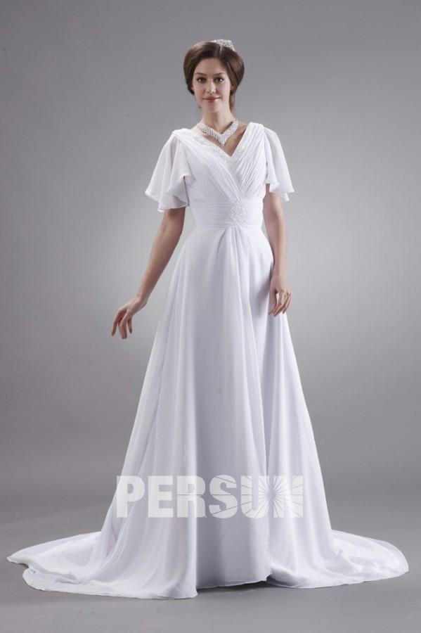robe de mariée simple col v bustier plissé embelli de strass et jupe évasée