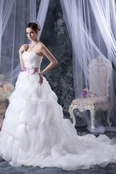 Robe de mariée princesse décolleté en cœur sans bretelle en organza