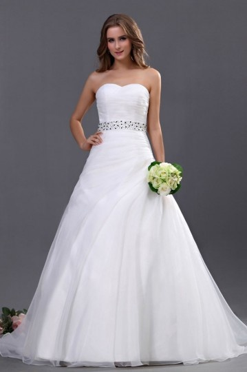 Robe de mariée simple décolleté en cœur sans bretelle ornée de paillette