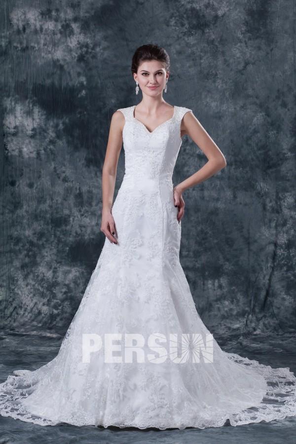 Robe de mariée dentelle col en V avec bretelle dos nu ornée de applique