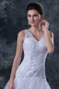 Robe de mariée décolleté en V avec bretelle trompette en organza