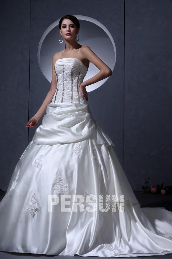 Robe de mariée bustier ornée de applique, ruché en satin