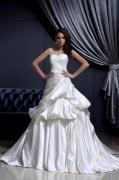 Robe de mariée bustier décolleté en cœur sans bretelle en satin Ligne A