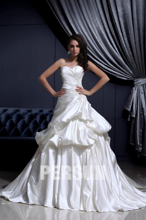 Sanya : Robe de mariée bustier coeur en satin à jupe structurée