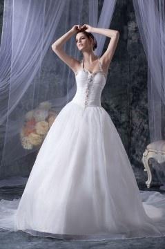 Robe de mariée princesse décolleté en cœur encolure américaine ornée de strass