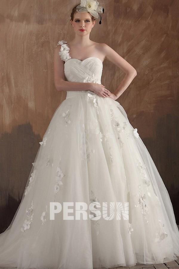 robe de mariée princesse moderne à une bretelle