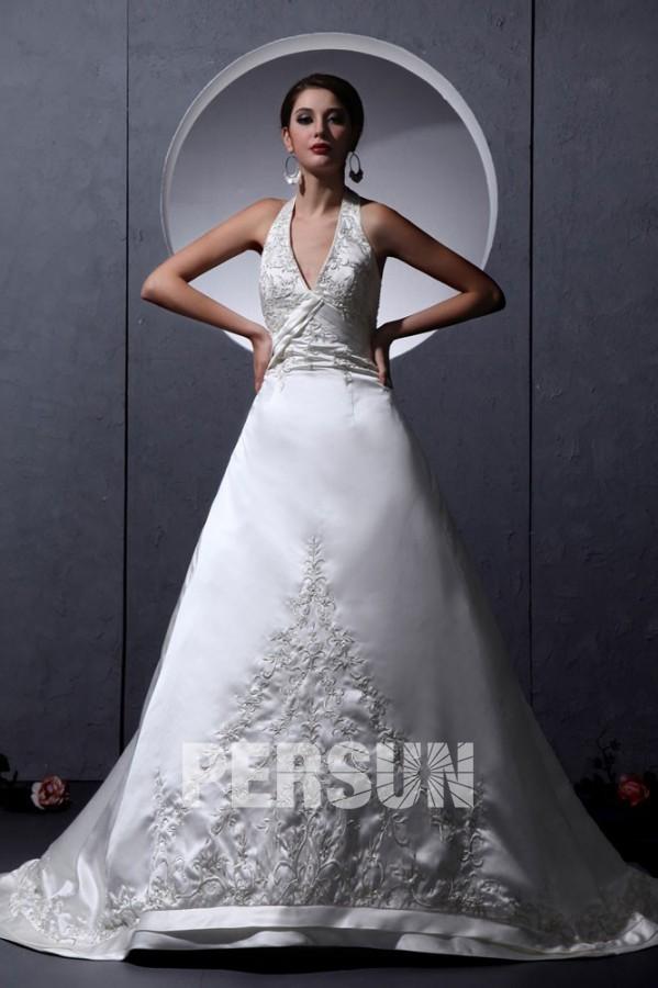 robe de mariée princesse col halter appliquée de dentelle florale
