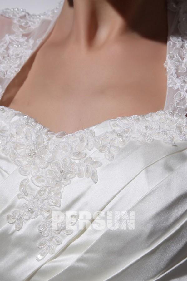robe de mari e longue d collet en c ur avec bretelle orn e de perle applique. Black Bedroom Furniture Sets. Home Design Ideas