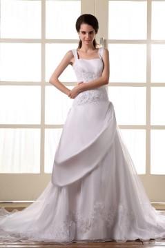 Robe de mariée longue décolleté carré avec bretelle ornée de applique