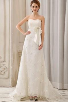 Robe mariée bustier en dentelle décolleté en cœur ornée de applique et nœud papillon