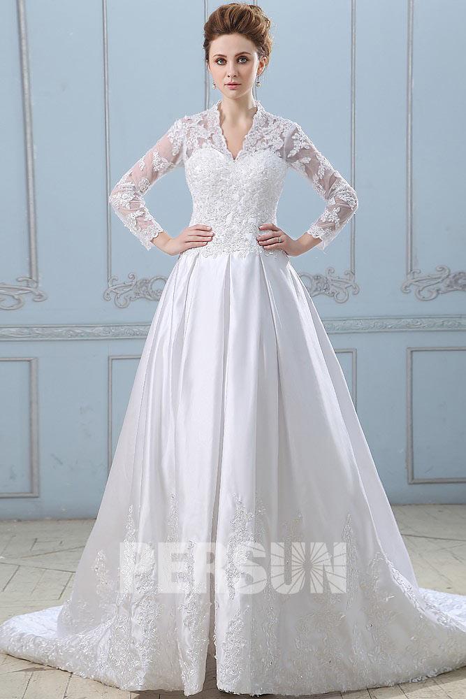 robe de mariée princesse manche longue col v en dentelle appliquée